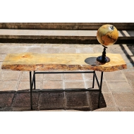 Дървена пейка с метални елементи